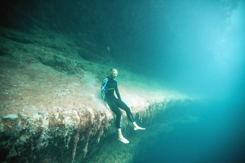 Deans Blue Hole Wallpaper Sitting on the edge. f...