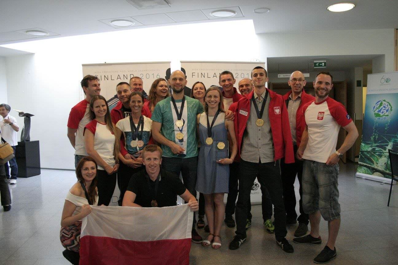 Polish freediving team after ceremony award with medals